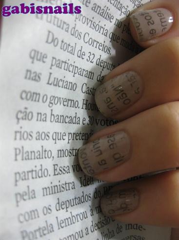 Newspaper Nails/Unhas de Jornal