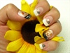 girafffee nails w/ flowers and white tip