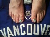 canucks gel toes