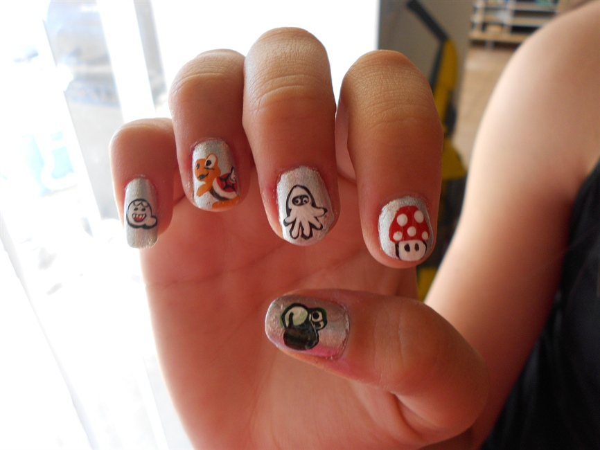 Super Mario design (left hand) - Nail Art Gallery