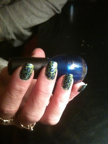 Cousin's Hottie nails :)