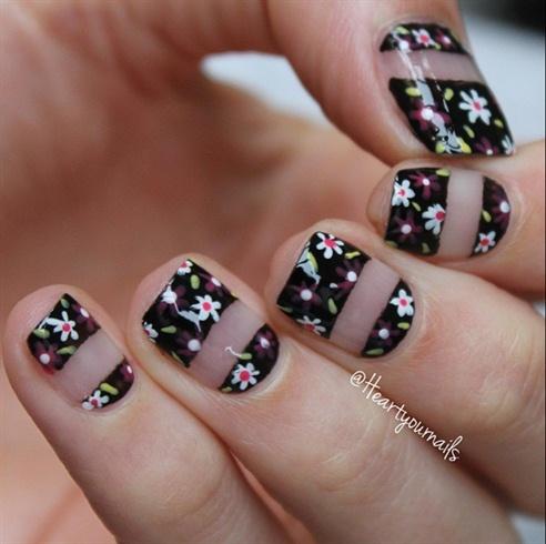 Negatieve Space Flower Nails