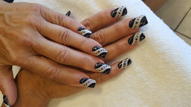 Black & White Design Nails