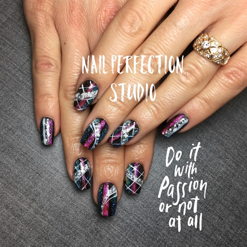 Graphiti Nails