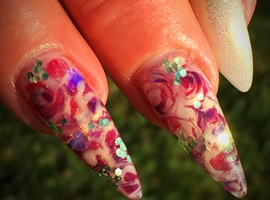 nail art: Red Roses
