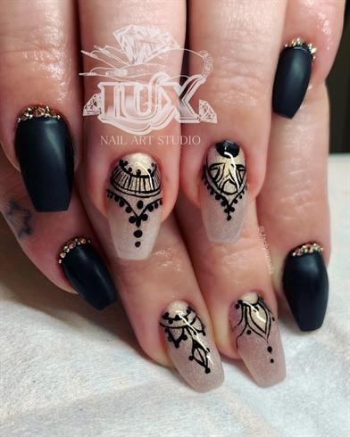 Henna Design With Matte Black