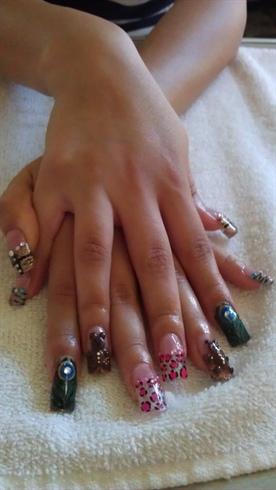 daisy's nails