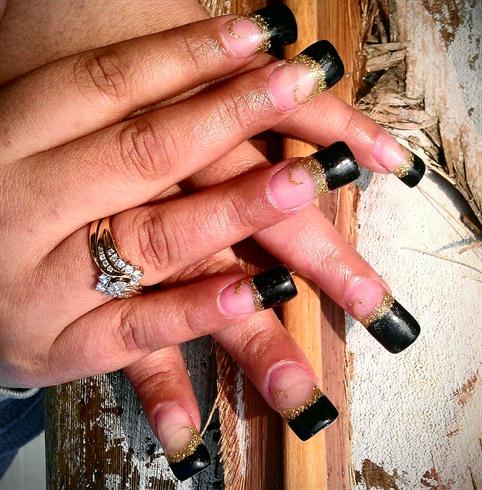 Френч ногтей черно с золотом
