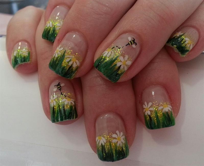 Bumblebee And Daisies Nail Art Gallery