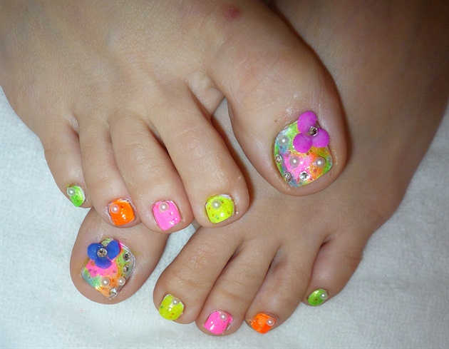 3D Spring Flowers Toe Nail Design - 3D Spring Flowers Toe Nail Design - Nail Art Gallery