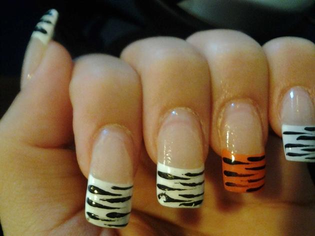 Tiger zebra striped jungle nails nail art gallery tiger amp zebra striped jungle nails prinsesfo Images