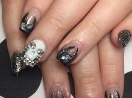nail art: Smoky Skull