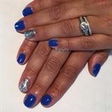 Vibrant Blue w/ Silver Leaf Accent Mani