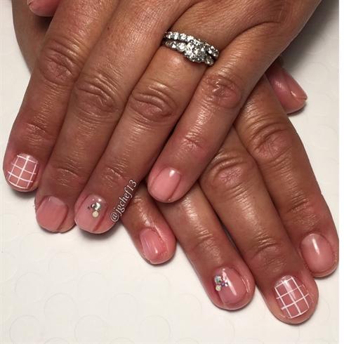 Sheer Pink Shell, Pearl & Grid Gel Mani