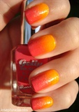 Orange-pink gradient nails