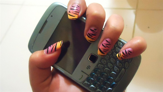 Gradient Zebra Print Nails