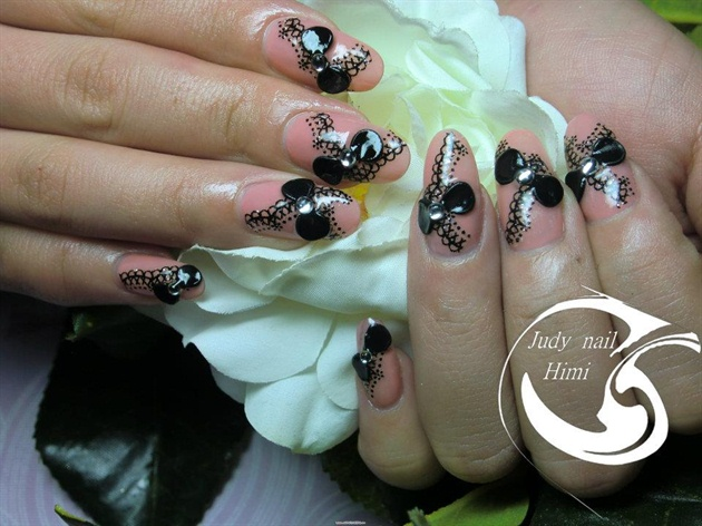 Черные бантики на ногтях