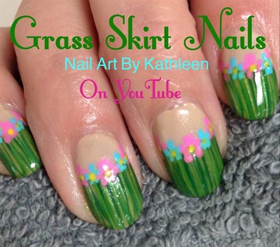 Grass Skirt Nails