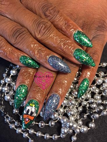 Go Ducks Rose Bowl Nails