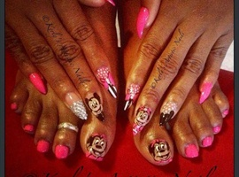 nail art: Think Pink (Micky and Minnie Mouse Nails