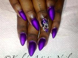 nail art: Minnie Mouse Nails