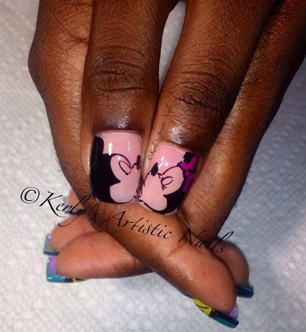 Mickey and Minnie Kiss Nail Art Design - Nail Art Gallery Mickey Mouse Nails Nail Art Photos