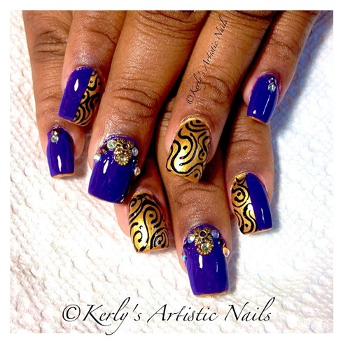 Tip me in Gold Nail Art design