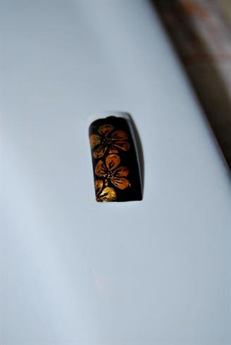 gold nail