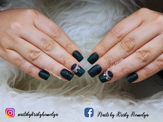 matte nails with negative space