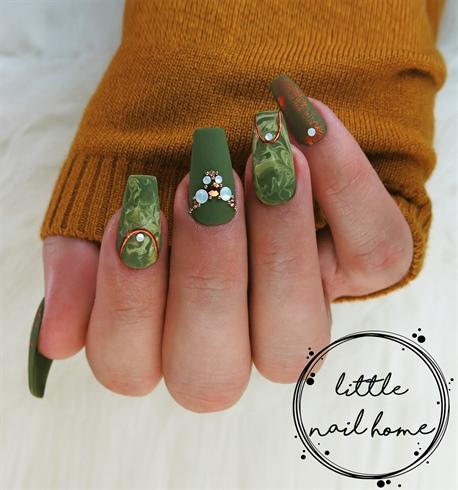 Matte marble green