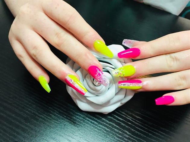 Bright Holiday Nails 👌💖
