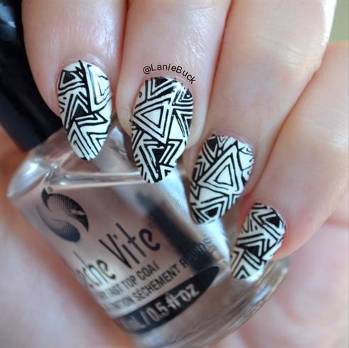 Geometric Design In Black-And-White
