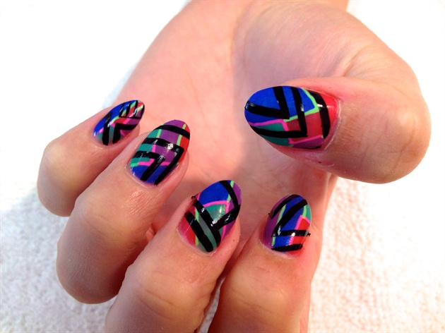 Use a striper brush to add black zig zag and chevron lines.