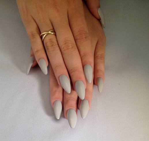 Apply 2 thin coats of Vinylux Cityscape on all ten nails, allowing 5-10 minute drying time in between coats.