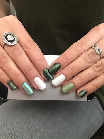 color green-white