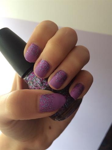 Cuticle Glitter Gradient