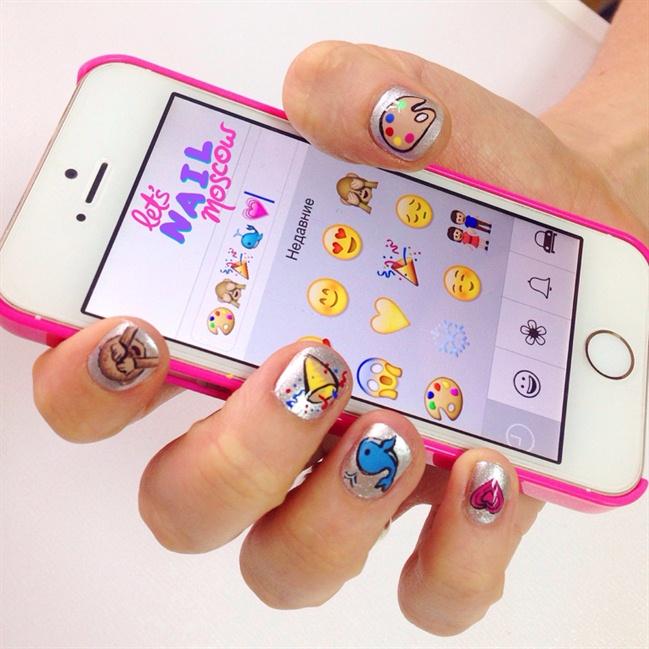 emoji nails ☺ 💅💕✨💐❤ 🌴 - Nail Art Gallery