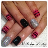Glitter & striping tape gel polish mani