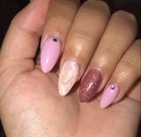 Rose Quartz Accent Nail