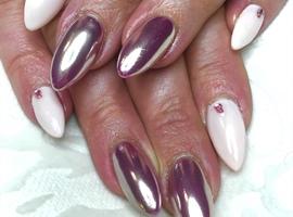 nail art: Delicate chrome