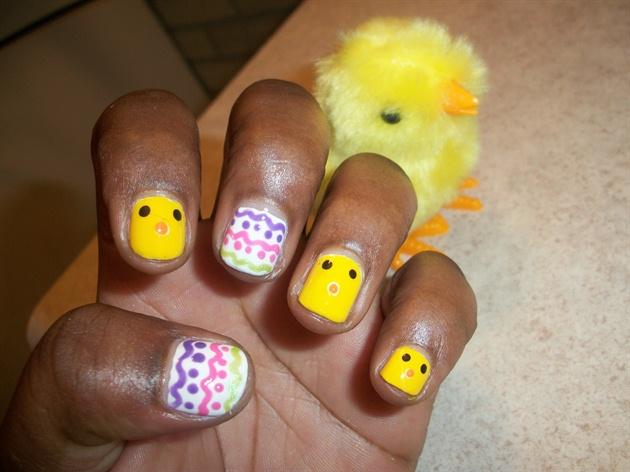 *lovelyBUTstrange*Chics&EggsEaster Nails