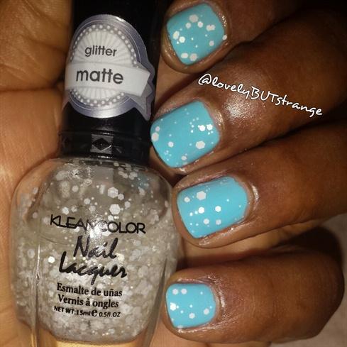 *lovelyBUTstrange* Snowflake Nails 2