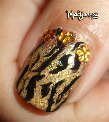 Stylish Gold Tiger Print Nails