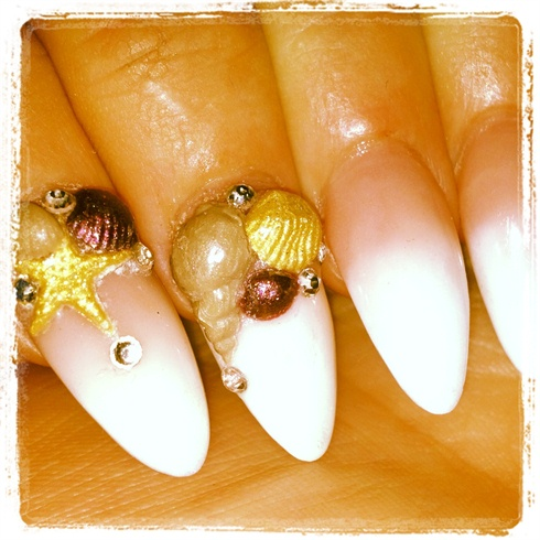 Seashells nails