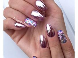 nail art: Chrome Nails