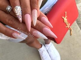 nail art: Stiletto Nails