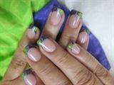 Зеленый цвет ногтей и френч к ним