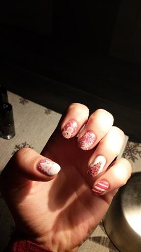 pink x-mas nails <3