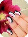 One-stroke nail art on false nails