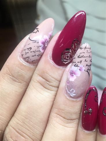 Natural nail classic floral